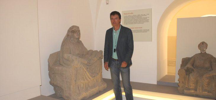 Ottavio Lucarelli, presidente ODG Campania, adotta una madre durante il corso di formazione per giornalisti al Museo campano