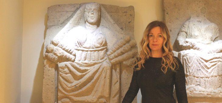 Capuani nell'anima: Paoletta Pelagalli, speaker di Radio Italia, torna nella sua città natale e adotta una madre